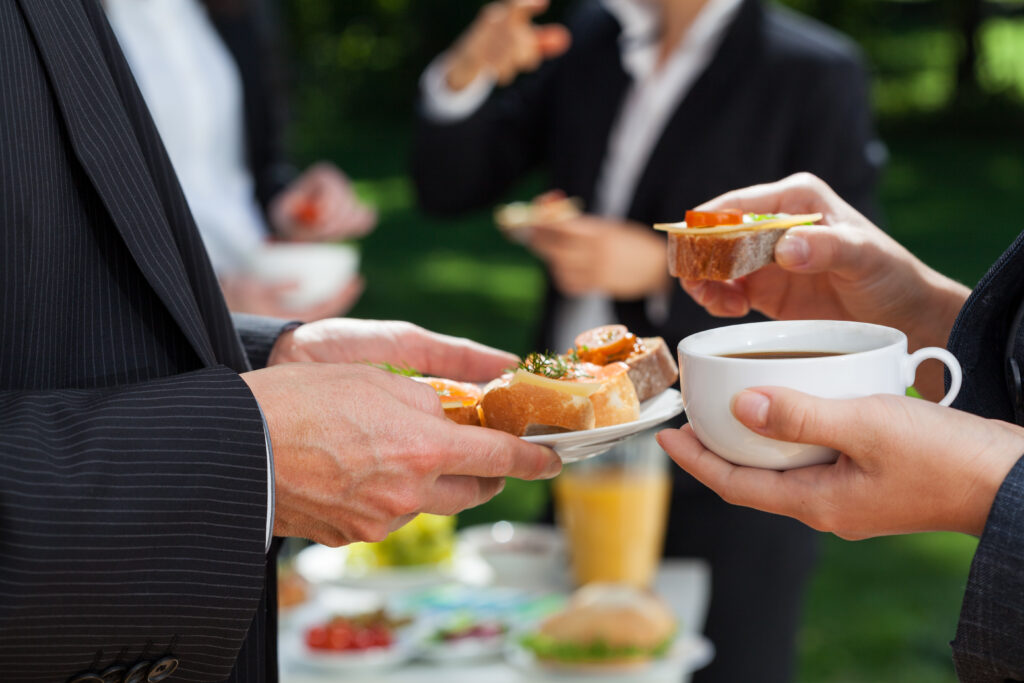 6-Easy Steps to Throw a Successful Lunch Party
